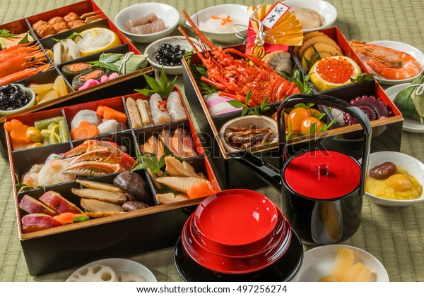 おせち(イメージの中の漢字は新年の挨拶を意味する)の伝統的なおせち料理の日本食。