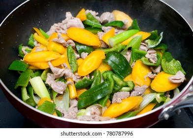 Japanese food, Stir-fried yellow carrots and pork green pepper