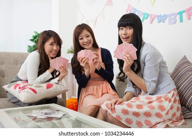 Japanese girl to the card game