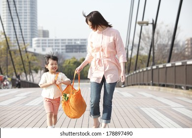 Japanese girl with the eco-bag with his mother