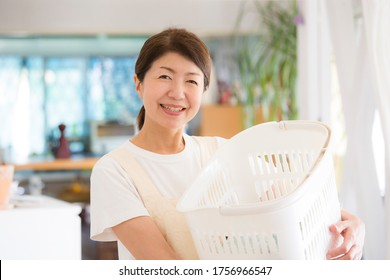 Japanese housewife, bright and cheerful