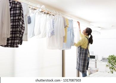 A Japanese housewife who dries laundry indoors