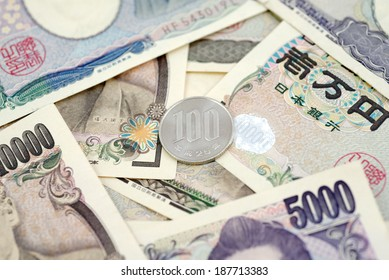Japanese money 100 Yen coin on banknotes. Background business concept for marketing promotion price.