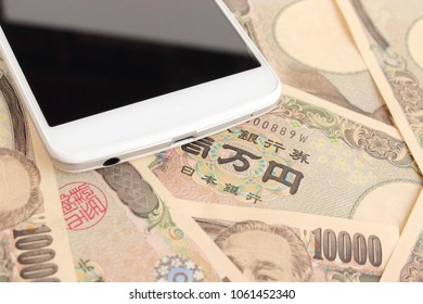 Japanese money and smartphone