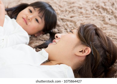 Japanese mother and daughter relax