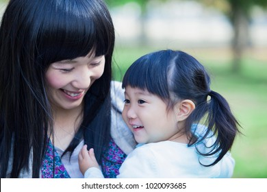 Japanese mother huggy daughter