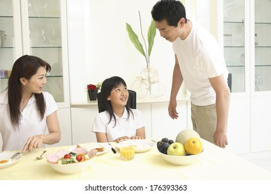 Japanese Parents and child eating