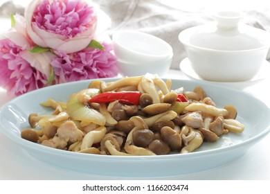 Japanese shimeji mushroom stir fried with chicken and chilli pepper
