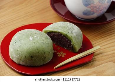 Japanese sweets/Japanese Mugwort Rice Cake(Yomogi mochi)