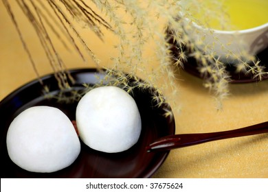 Japanese sweets(tsukimimanjyu)