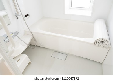 japanese white bathroom