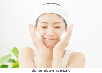Japanese woman, face wash