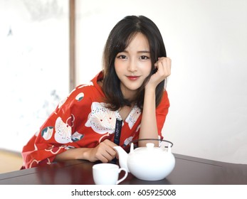 japanese woman in red flower Washitsu