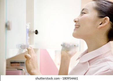 Japanese woman searching the shelf