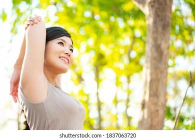 森に広がる日本女性