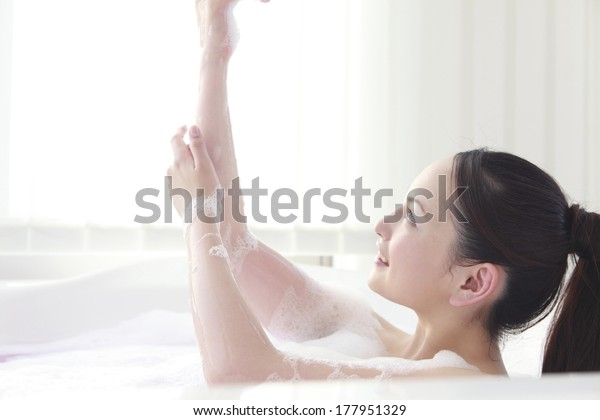 Japanese women wash the body in a bath of foam
