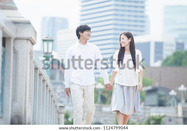 Japanese young men and women of the couple