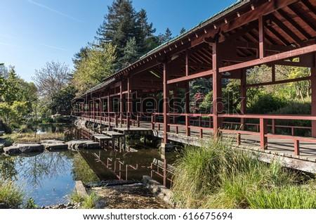 japaneseinspired-structure-on-versailles
