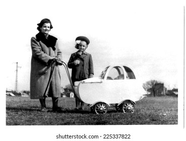 JASLO,POLAND-CIRCA 1953:vintage photo of Mother with their children-