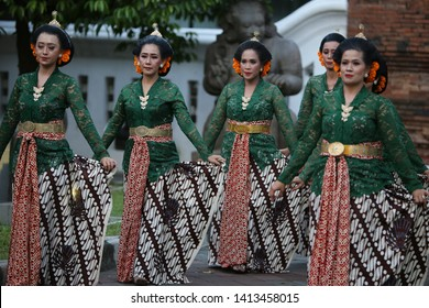 Javanese traditional dancers are approaching the stage for their evening performance, yesterday during our Shutter stock seminar in Yogyakarta.