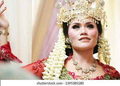 Javanese women look dazzling smiles using traditional Javanese bridal attire at their wedding in Surabaya 2018