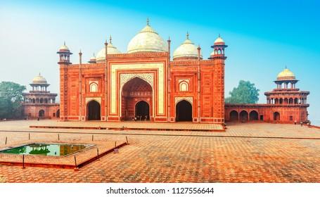 Jawab Mosque at the Taj Mahal, Agra, Uttar Pradesh, India