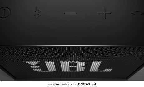 JBL Go -black  -close up -top -centered