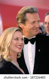 Jeff Bridge and wife Susan at Academy Awards, 3/25/2001