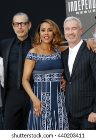 Jeff Goldblum and Viveca A. Fox at the Roland Emmerich Hand And Footprint Ceremony held at the TCL Chinese Theatre in Hollywood, USA on June 20, 2016.