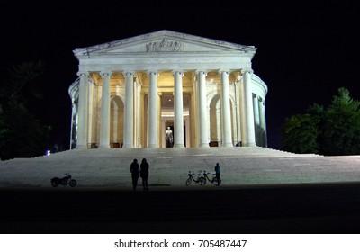 Jefferson Memorial in Washington, DC at night
