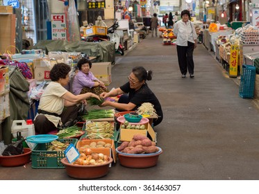 JEJU, SOUTH KOREA - SEPTEMBER 29, 2015:Customer buying vegetables in Dongmun Market.