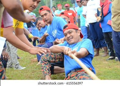 JELEBU,MALAYSIA - APRIL 1, 2017: Fun Sport recreation event among local community in Kuala Klawang, Jelebu mini stadium (pull the rope event)