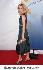 JENNA ELFMAN at the 2006 Writers Guild Awards at the Hollywood Palladium February 4, 2006  Los Angeles, CA  2006 Paul Smith / Featureflash