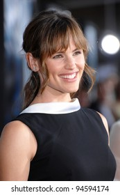 "Jennifer Garner at the world premiere of ""The Bourne Ultimatum"" at the Arclight Theatre, Hollywood. July 26, 2007  Los Angeles, CA Picture: Paul Smith / Featureflash"