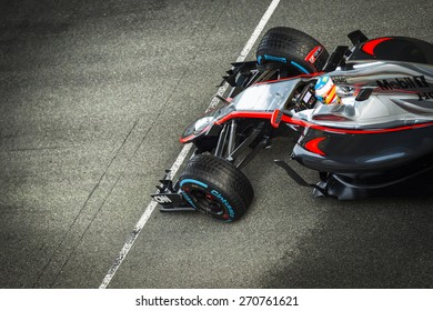 JEREZ, SPAIN - FEBRUARY 2ND: Fernando Alonso testing his new Mclaren Honda MP4-30 F1 car on the first Test at the Jerez Circuit in Jerez, Andalucia, Spain on Feb. 2, 2015.