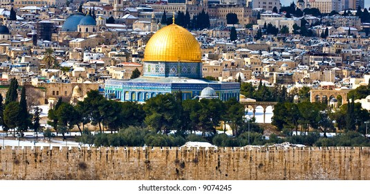 Jerusalem Golden Dome with rare snow