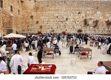 JERUSALEM, ISRAEL - APRIL 12: View on the Wailing Wall, orthodox religious Jews and tourists during the Jewish Pesach (Passover) celebration on April 12, 2012 in Jerusalem, Israel