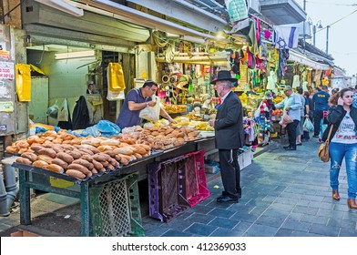 JERUSALEM, ISRAEL - FEBRUARY 17, 2016: The baker's stall in Mahane Yehuda market offers fresh, tasty and flavoured bread, on February 17 in Jerusalem.