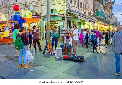 JERUSALEM, ISRAEL - FEBRUARY 18, 2016: The street musicians sing at the entrance of Mahane Yehuda market, on February 18 in Jerusalem.