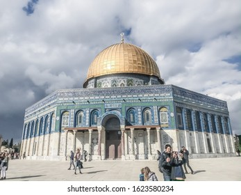 JERUSALEM, ISRAEL / JORDANIAN SOVEREIGNTY - CIRCA JANUARY 2020: International visit the Dome of the Rock peacefully. In 1993, the golden dome was refurbished, US$8.2 million by King Hussein of Jordan.