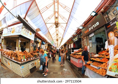 JERUSALEM, ISRAEL, July 13. Costumers shopping at Mahane Yehuda Market in Jerusalem, Israel. The  Mahane Yehuda is one of the biggest famous marketplace in Israel. July 13, 2015 in Jerusalem