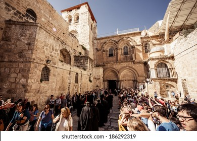 JERUSALEM, ISRAEL - MARCH 22, 2014: Entrance to the Church of the Holy Sepulchre in Jerusalem on March 22, 2014, Israel