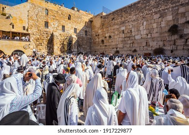 JERUSALEM, ISRAEL - SEPTEMBER 26, 2018: Morning autumn Sukkot. Thousands of Jews, wrapped in tallits, pray at the Wailing Wall. The Jews hold four ritual plants.