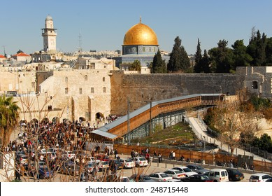 JERUSALEM - JANUARY 18, 2007: Dome of the Rock and Western Wall Plaza in the old city of Jerusalem, Israel