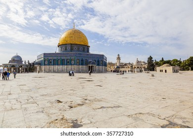 JERUSALEM OLD TOWN, ISRAEL - NOVEMBER 2, 2014:  Unidentified tourists and pilgrims near Dome on the Rock on Temple Mount.
