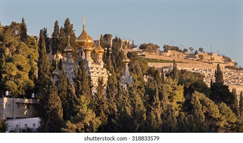 Jerusalem - The Russian orthodox church of Hl. Mary of Magdalene on the Mount of Olives and the cementery in sunset light.