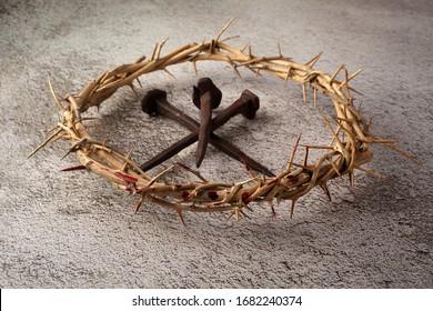 Jesus Christus Dornenkrone mit drei Nägeln. religiöser Hintergrund. Ostersymbol. Kreuzigung Jesu Christi.