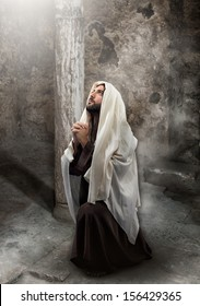 Jesus kneel in prayer toward the light.