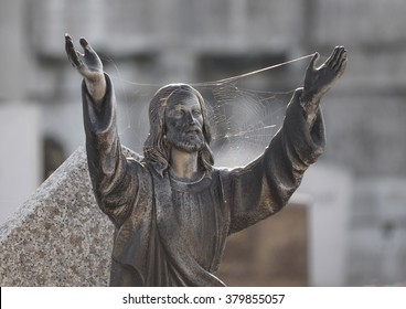 Jesus Open Arms Statue
