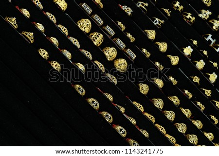 jewelry tray full of gold rings